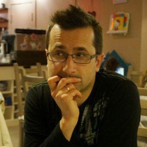 Zamyślony Marcin Perfunski zdjęcie profilowe